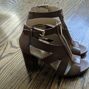 MK cognac heel